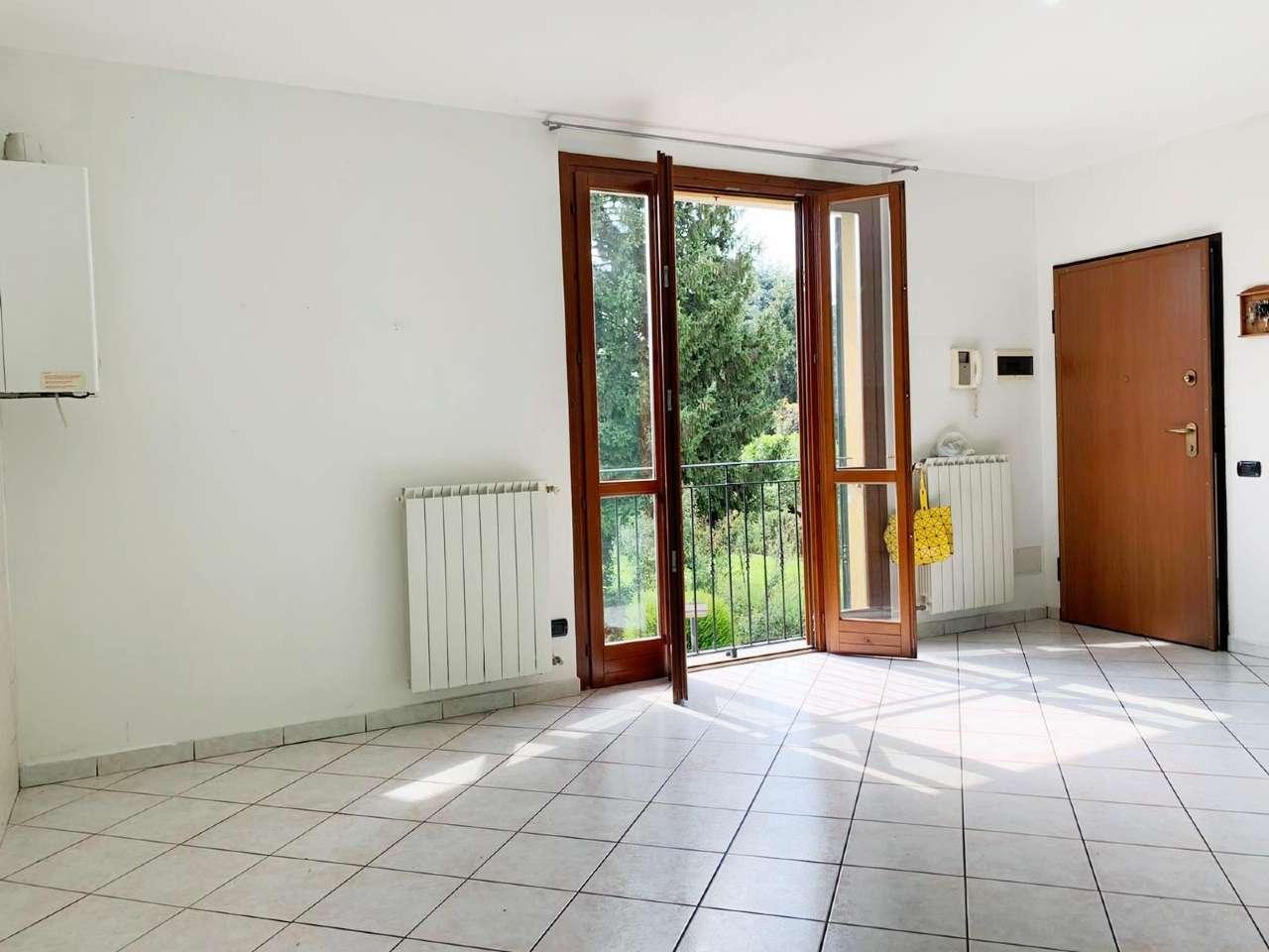Appartamento in vendita a Giussano, 3 locali, prezzo € 102.000 | CambioCasa.it