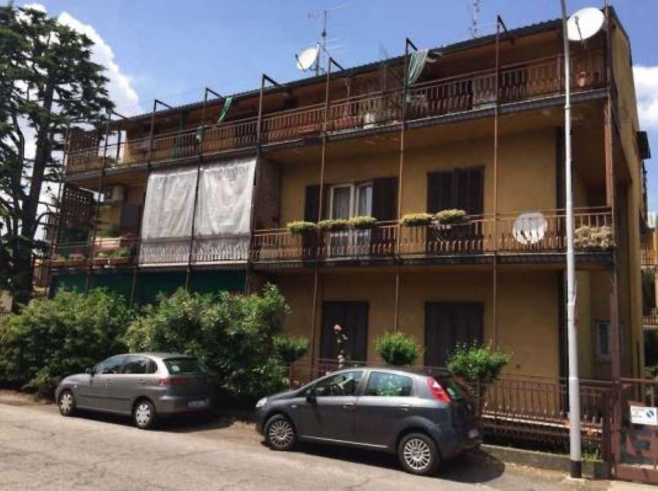 Appartamento in discrete condizioni parzialmente arredato in vendita Rif. 7325696