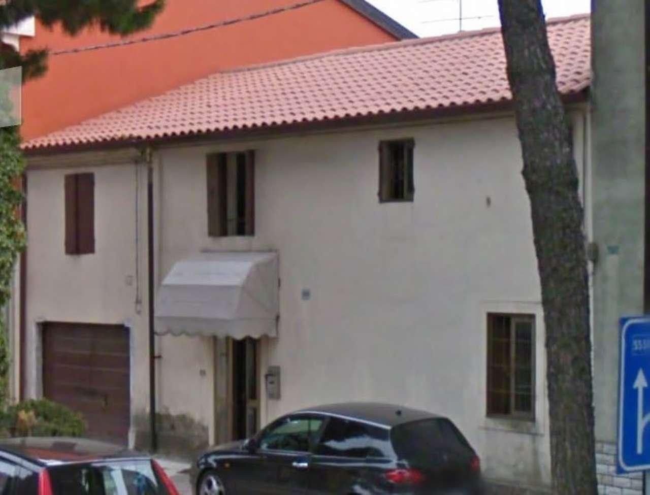 Appartamento da ristrutturare parzialmente arredato in vendita Rif. 7452141