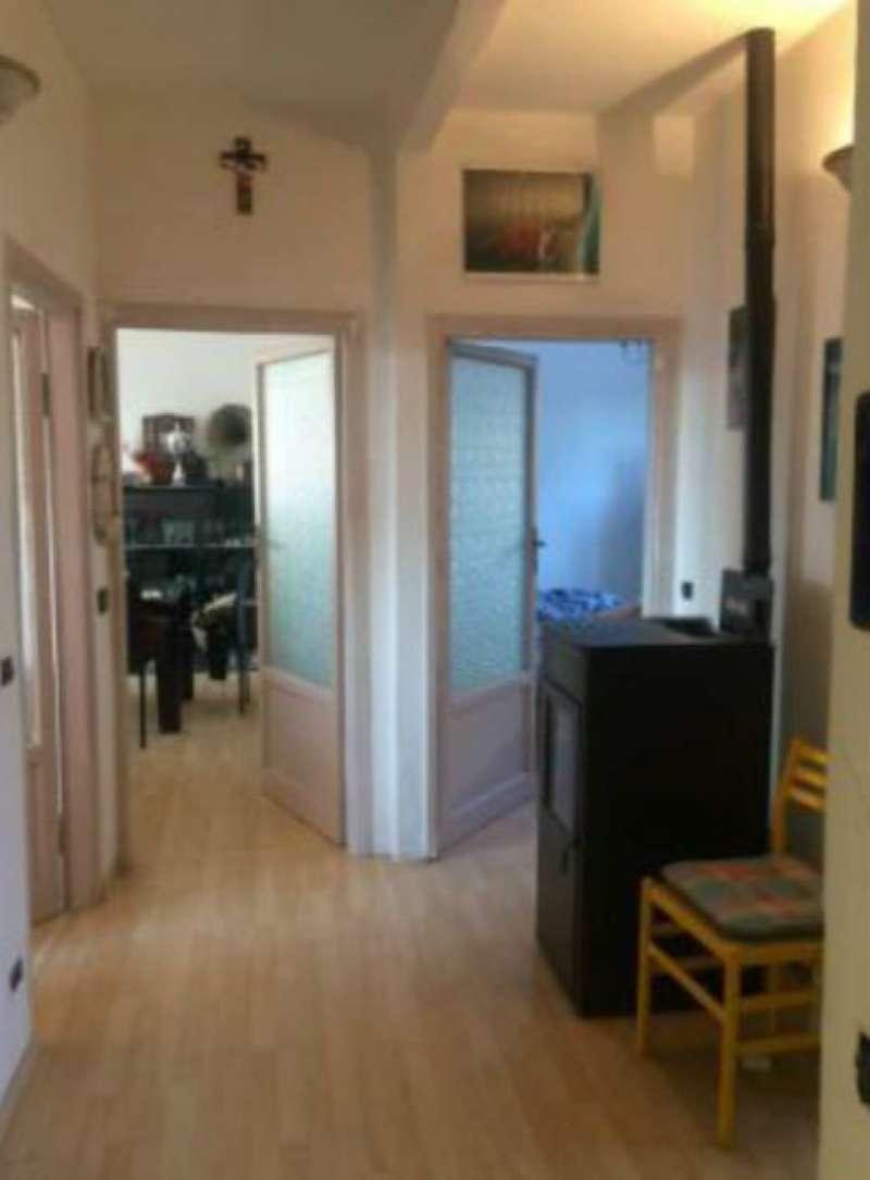 Appartamento in discrete condizioni parzialmente arredato in vendita Rif. 8508270
