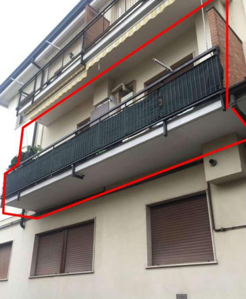 Appartamento in discrete condizioni parzialmente arredato in vendita Rif. 8577795