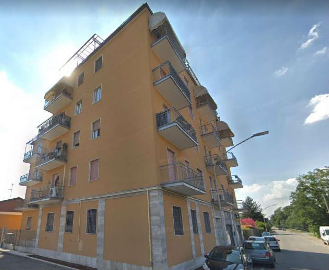 Appartamento in discrete condizioni parzialmente arredato in vendita Rif. 8735738