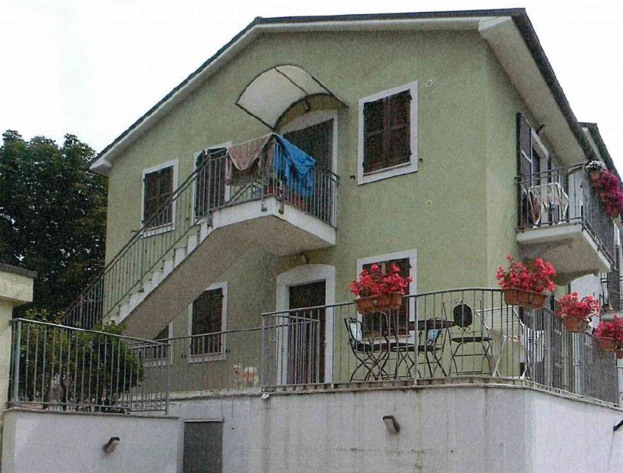 Appartamento in buone condizioni parzialmente arredato in vendita Rif. 8863214