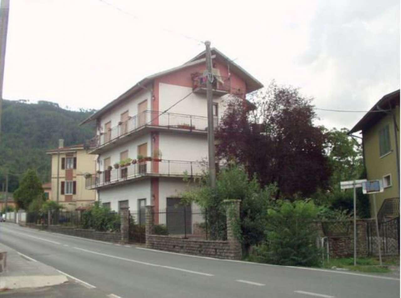Appartamento in buone condizioni parzialmente arredato in vendita Rif. 8863213