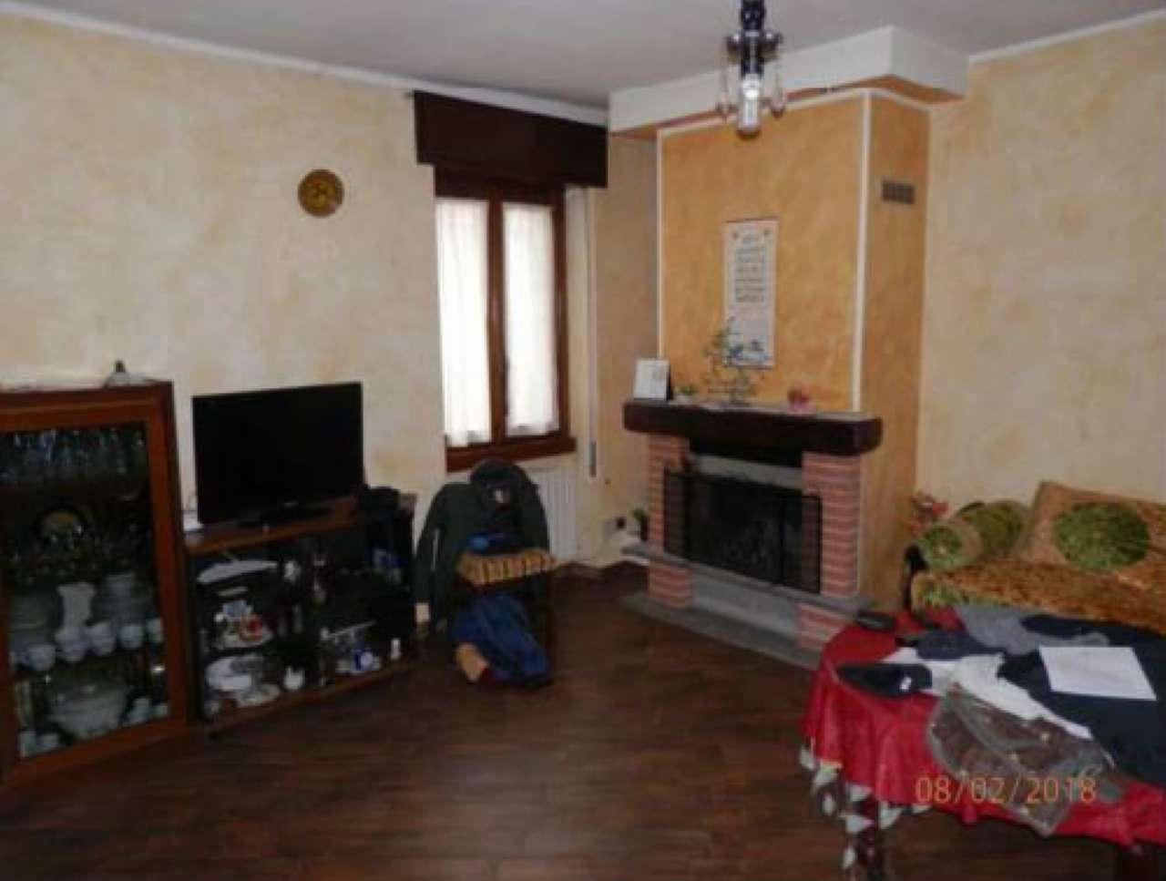 Appartamento in buone condizioni parzialmente arredato in vendita Rif. 9161222