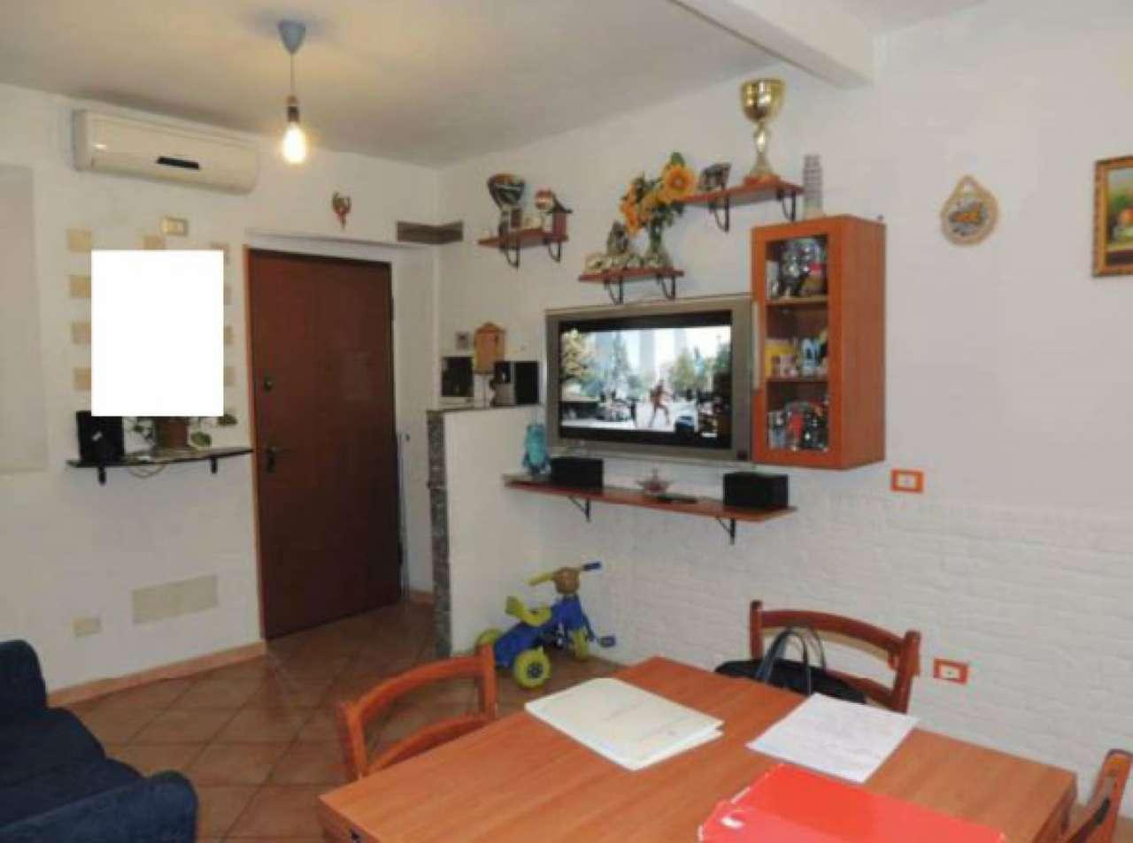 Appartamento in buone condizioni parzialmente arredato in vendita Rif. 9180372