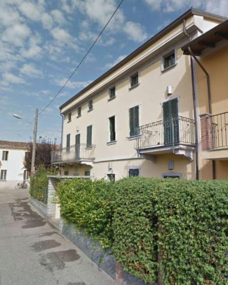 Appartamento in buone condizioni parzialmente arredato in vendita Rif. 9196618