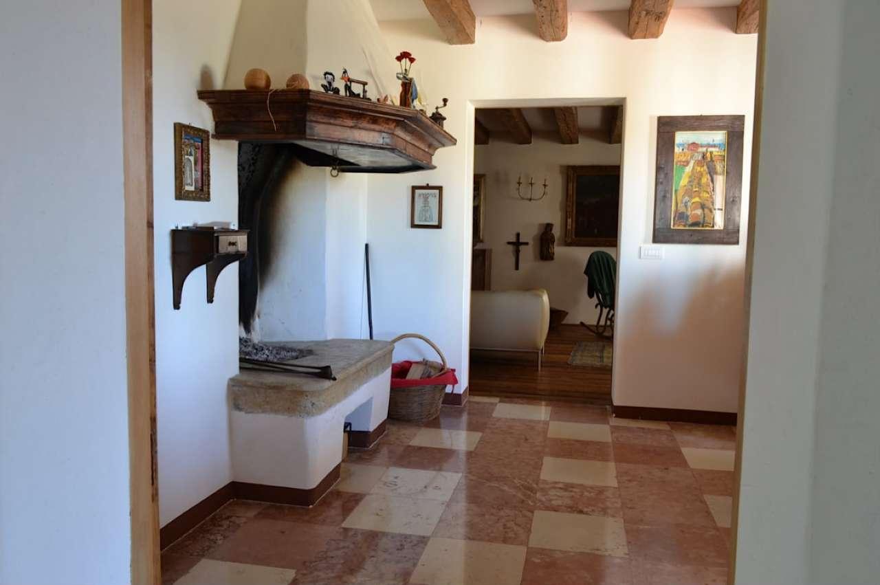Rustico / Casale in vendita a Castello di Godego, 20 locali, Trattative riservate | CambioCasa.it