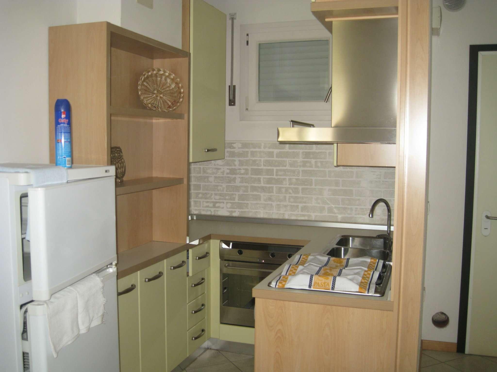 Appartamento in buone condizioni arredato in affitto Rif. 8595148