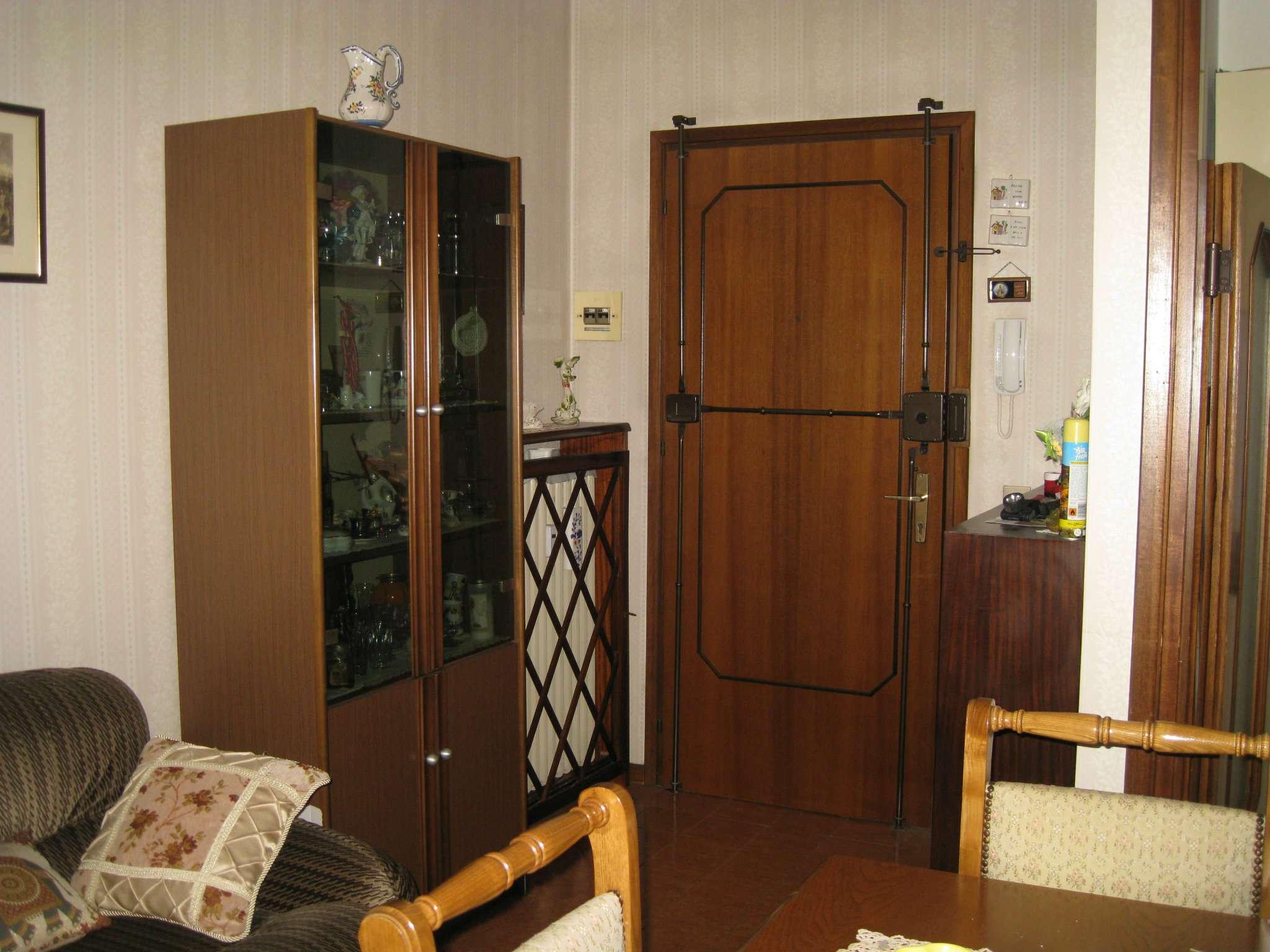 Appartamento in discrete condizioni arredato in vendita Rif. 9098964