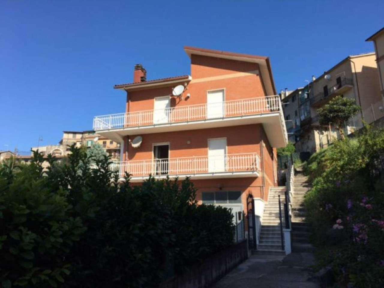 Appartamenti in vendita a agosta for Casa a roma vendita