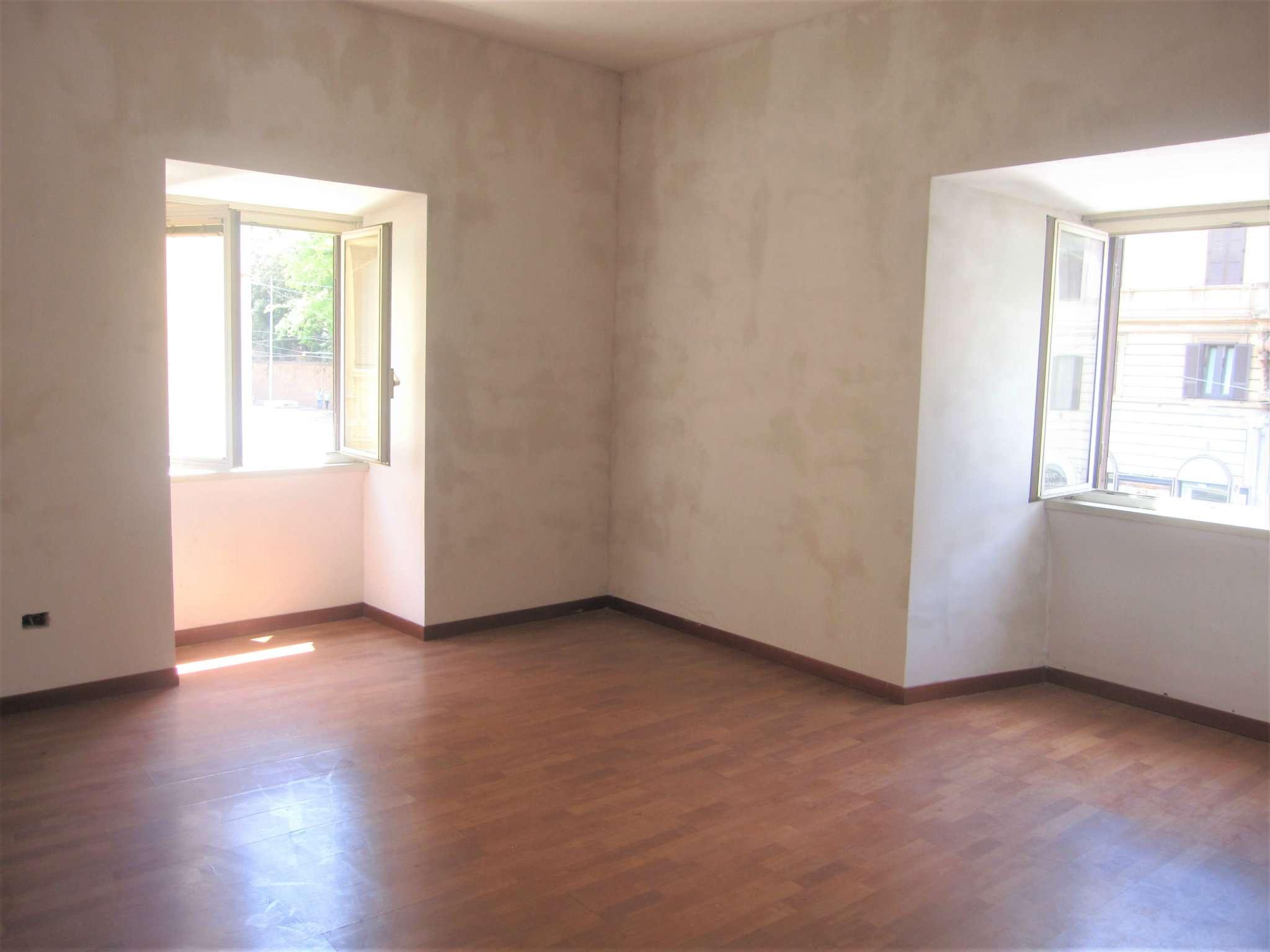 Appartamento in affitto a Roma, 4 locali, zona Zona: 7 . Esquilino, San Lorenzo, Termini, prezzo € 1.900 | CambioCasa.it