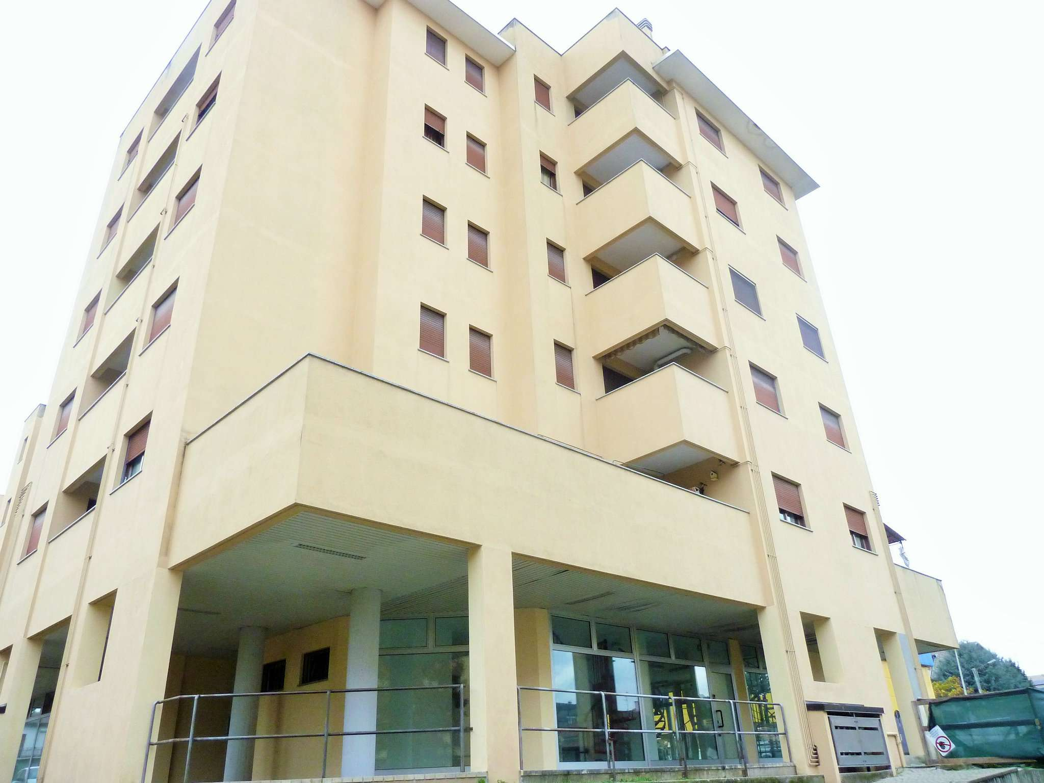 Appartamento in ottime condizioni parzialmente arredato in vendita Rif. 8523022
