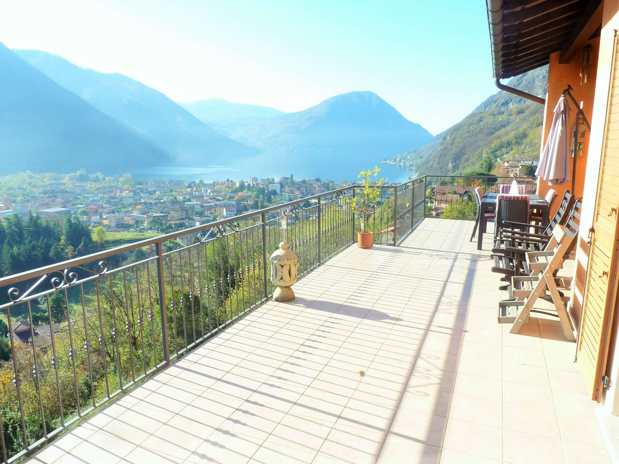 Villa in vendita a Porlezza, 5 locali, prezzo € 650.000 | CambioCasa.it