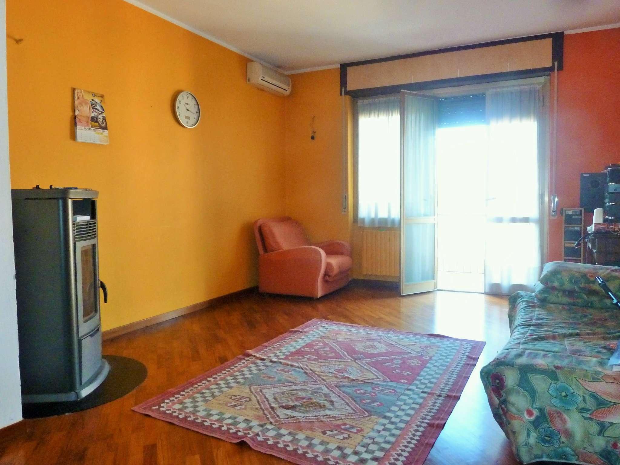 Appartamento in vendita a Rovellasca, 3 locali, prezzo € 113.000 | CambioCasa.it