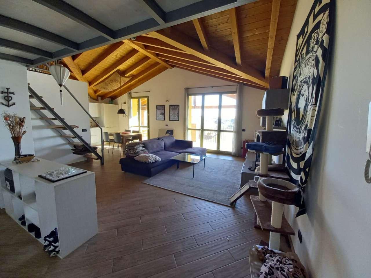 Appartamento in vendita a Venegono Superiore, 3 locali, prezzo € 249.000 | CambioCasa.it