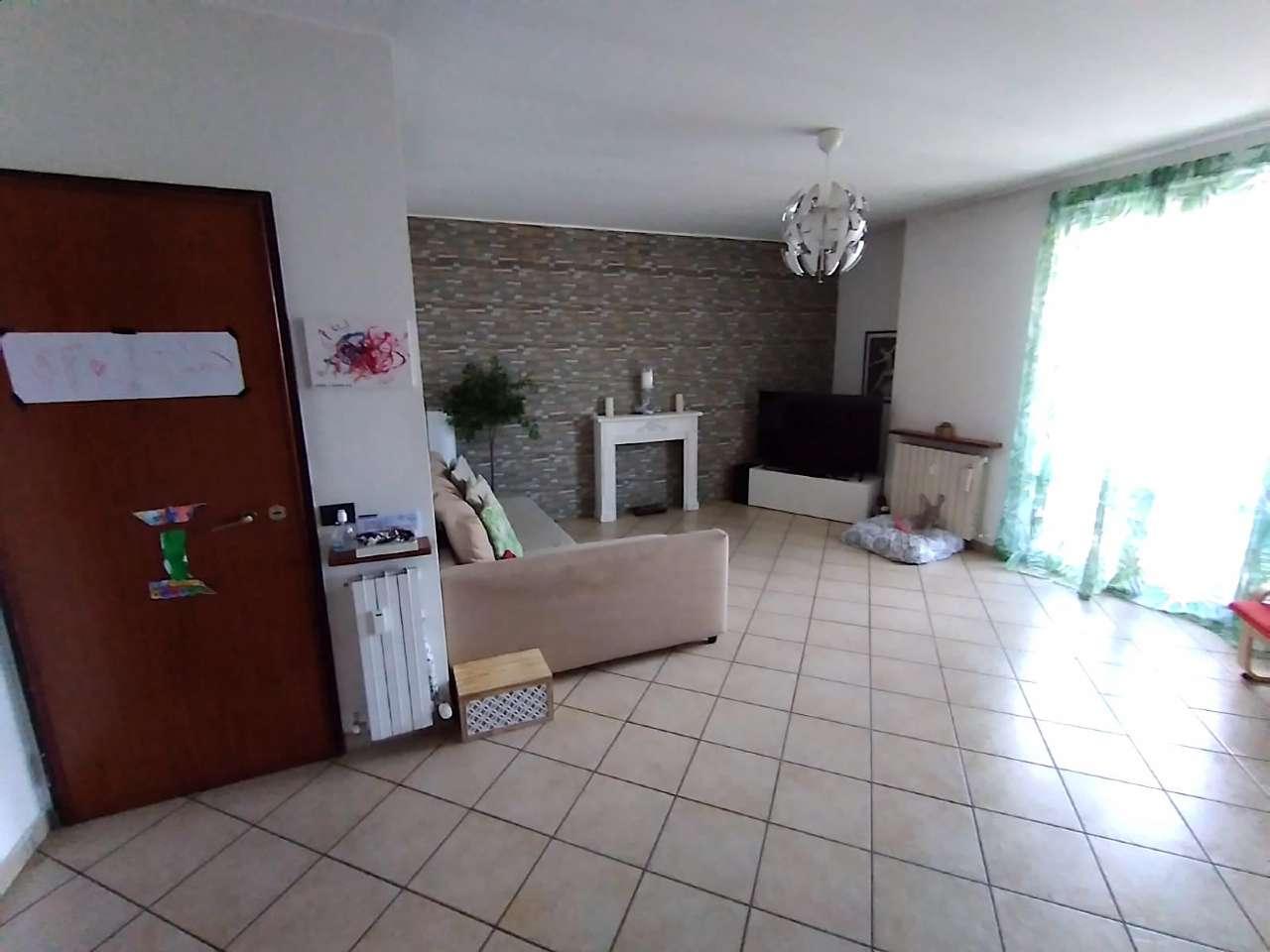 Appartamento in vendita a Gorla Minore, 3 locali, prezzo € 135.000 | CambioCasa.it