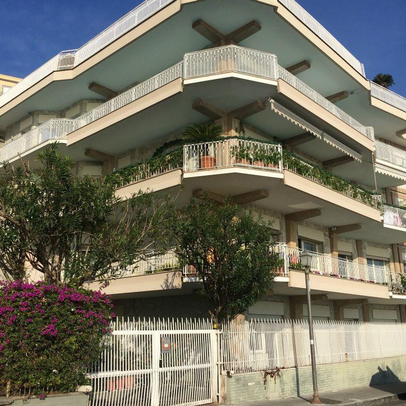 Appartamento in vendita a Napoli, 6 locali, zona Zona: 1 . Chiaia, Posillipo, San Ferdinando, Trattative riservate   CambioCasa.it