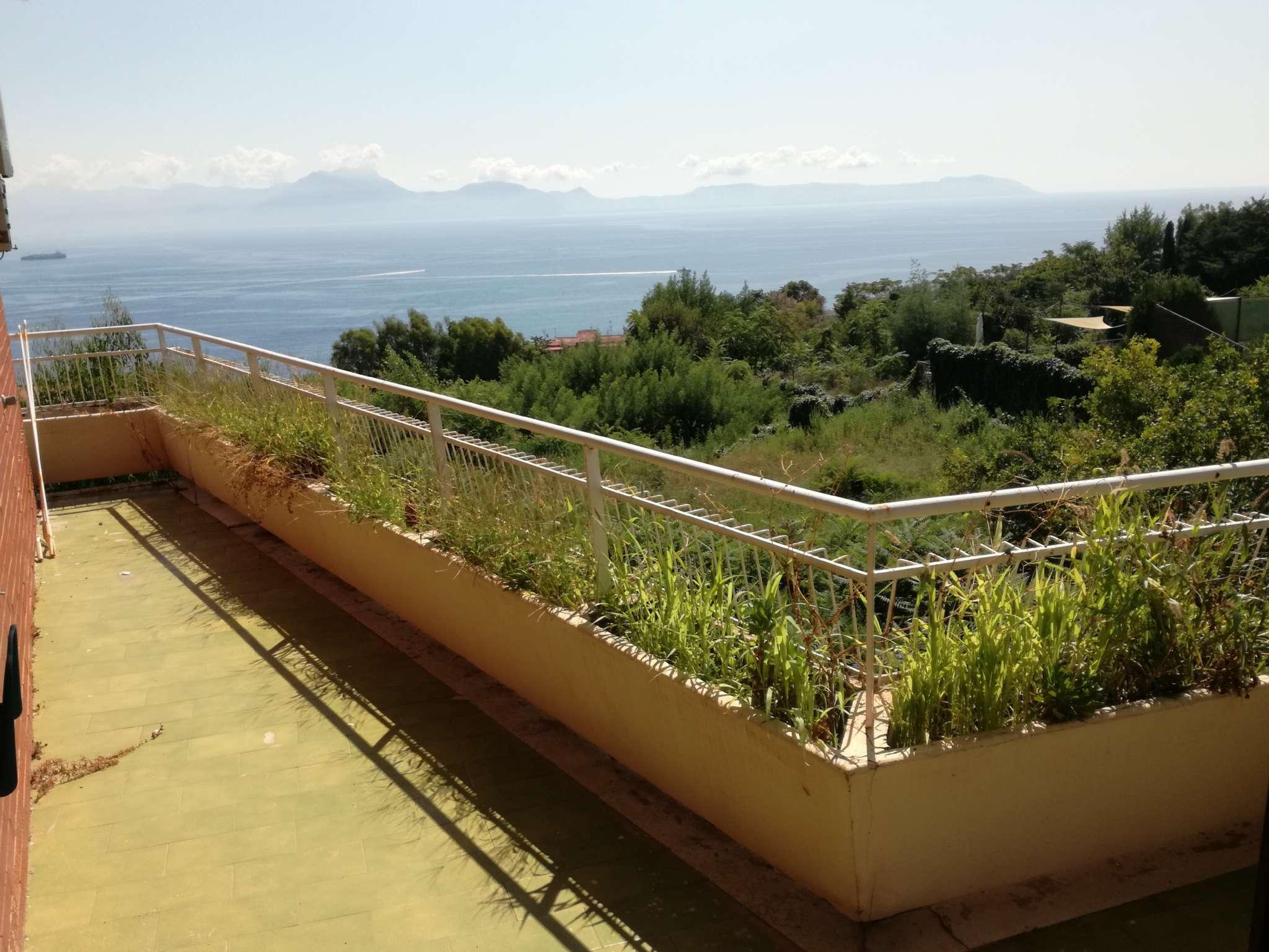 Luminosa panoramica e ridente fra il verde ed il mare: una casa per una famiglia felice