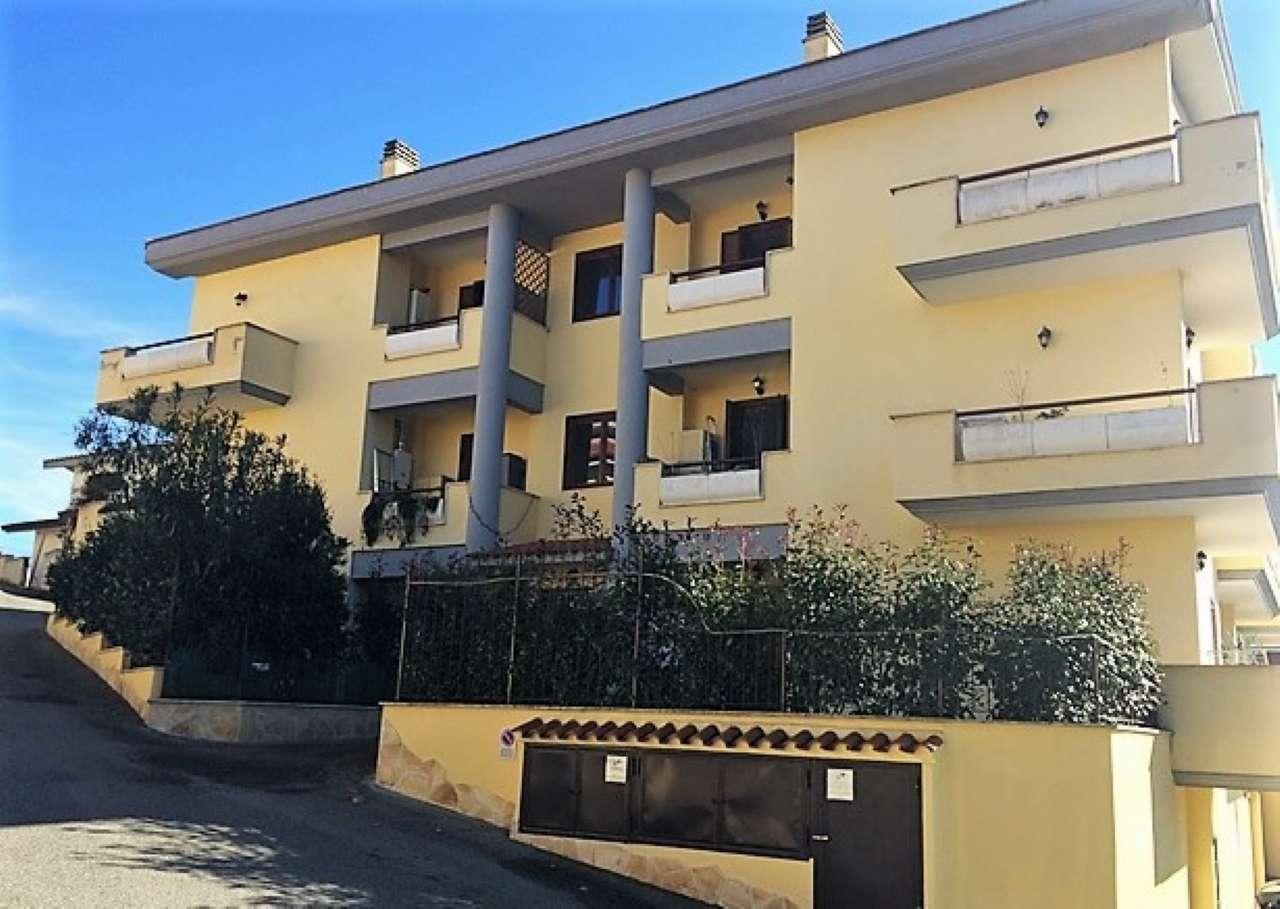 Appartamento in ottime condizioni in vendita Rif. 8065878