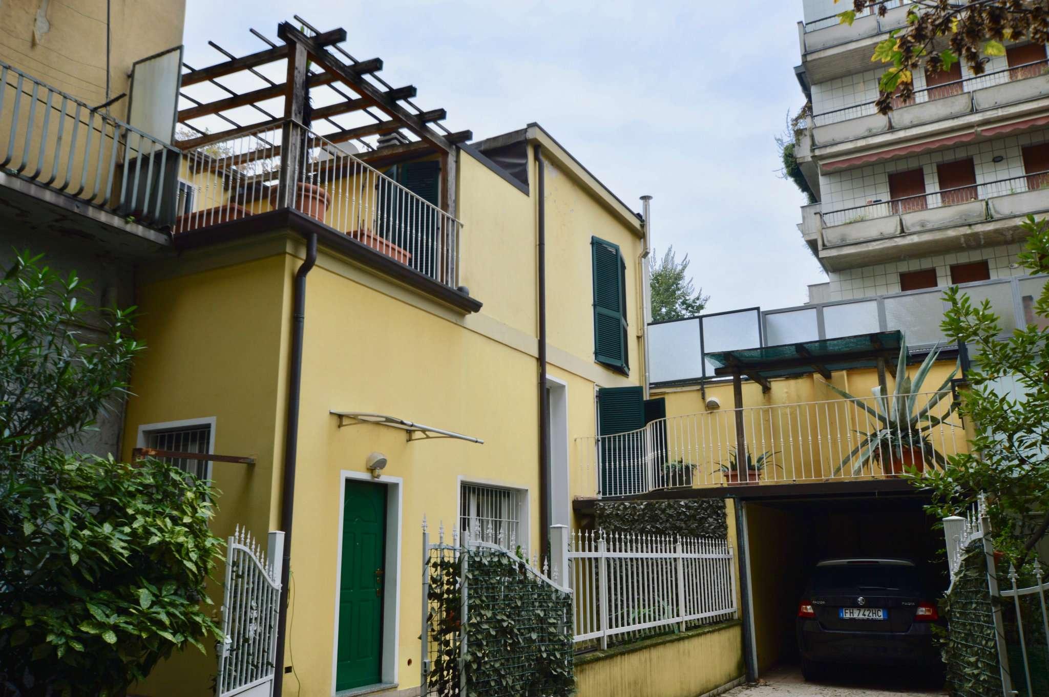 Villetta a schiera in ottime condizioni parzialmente arredato in vendita Rif. 9215221