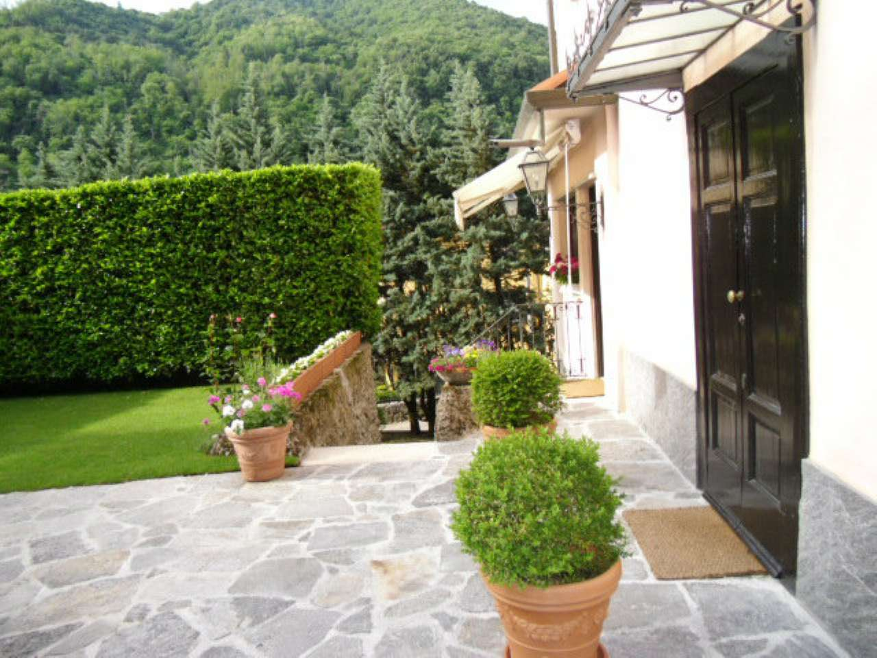 Villa Bifamiliare in vendita a Induno Olona, 19 locali, prezzo € 510.000 | CambioCasa.it