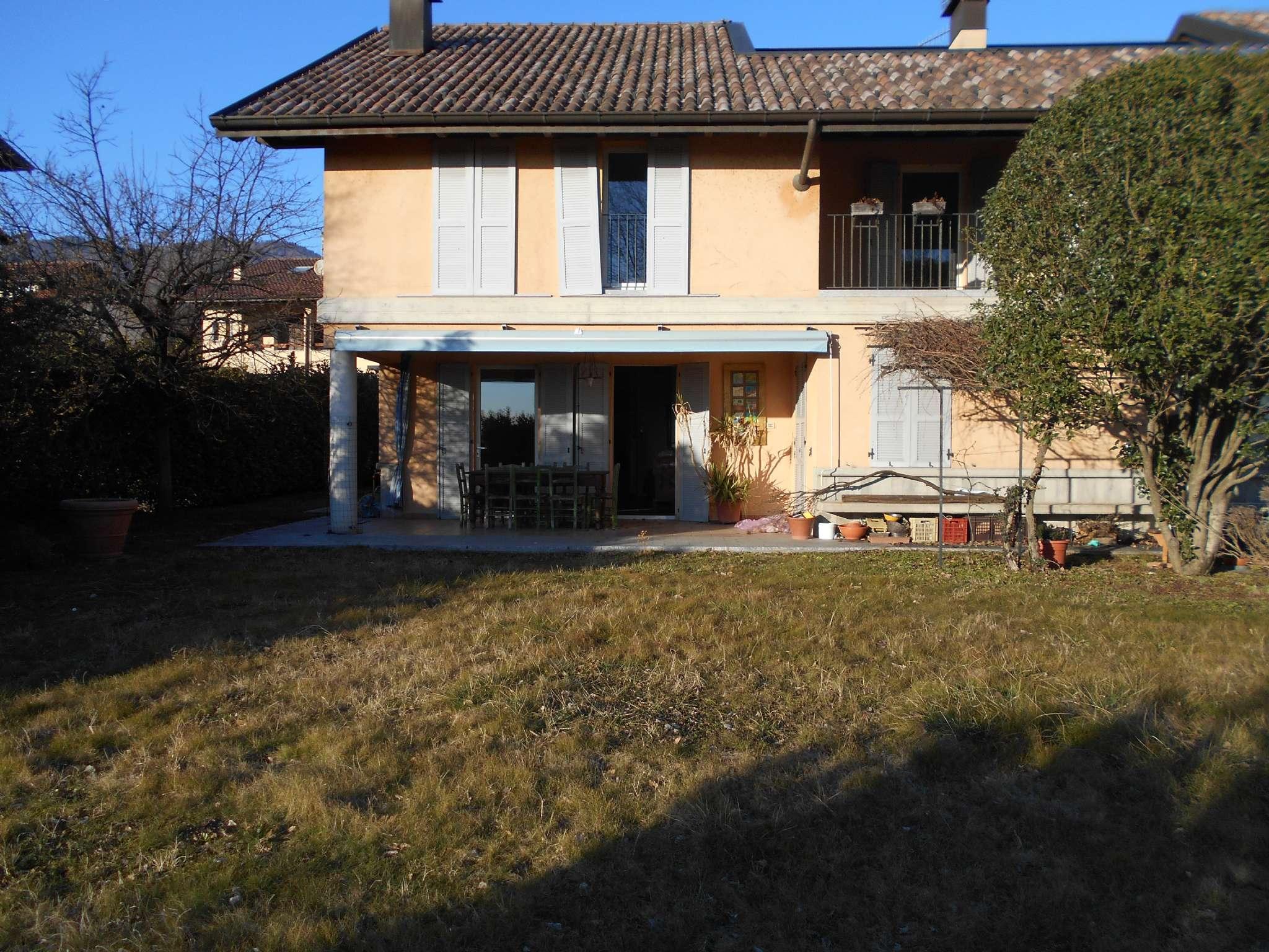 Villa Bifamiliare in Vendita a Casciago