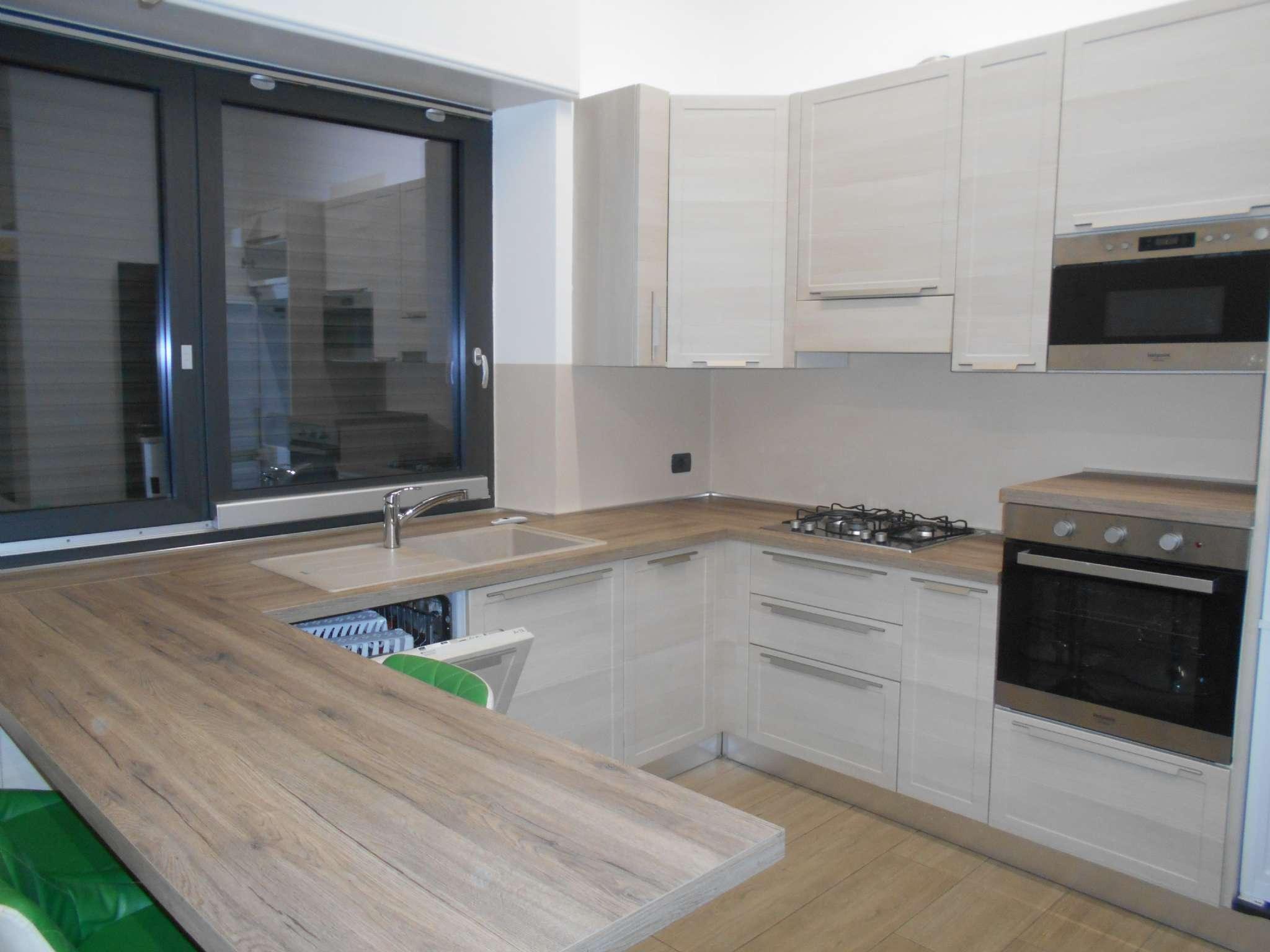 Appartamento in affitto a Varese, 2 locali, prezzo € 780 | CambioCasa.it