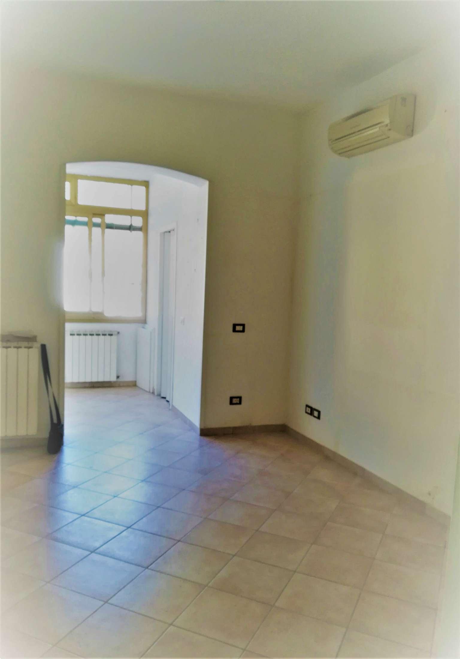 Appartamento in buone condizioni in vendita Rif. 9260310