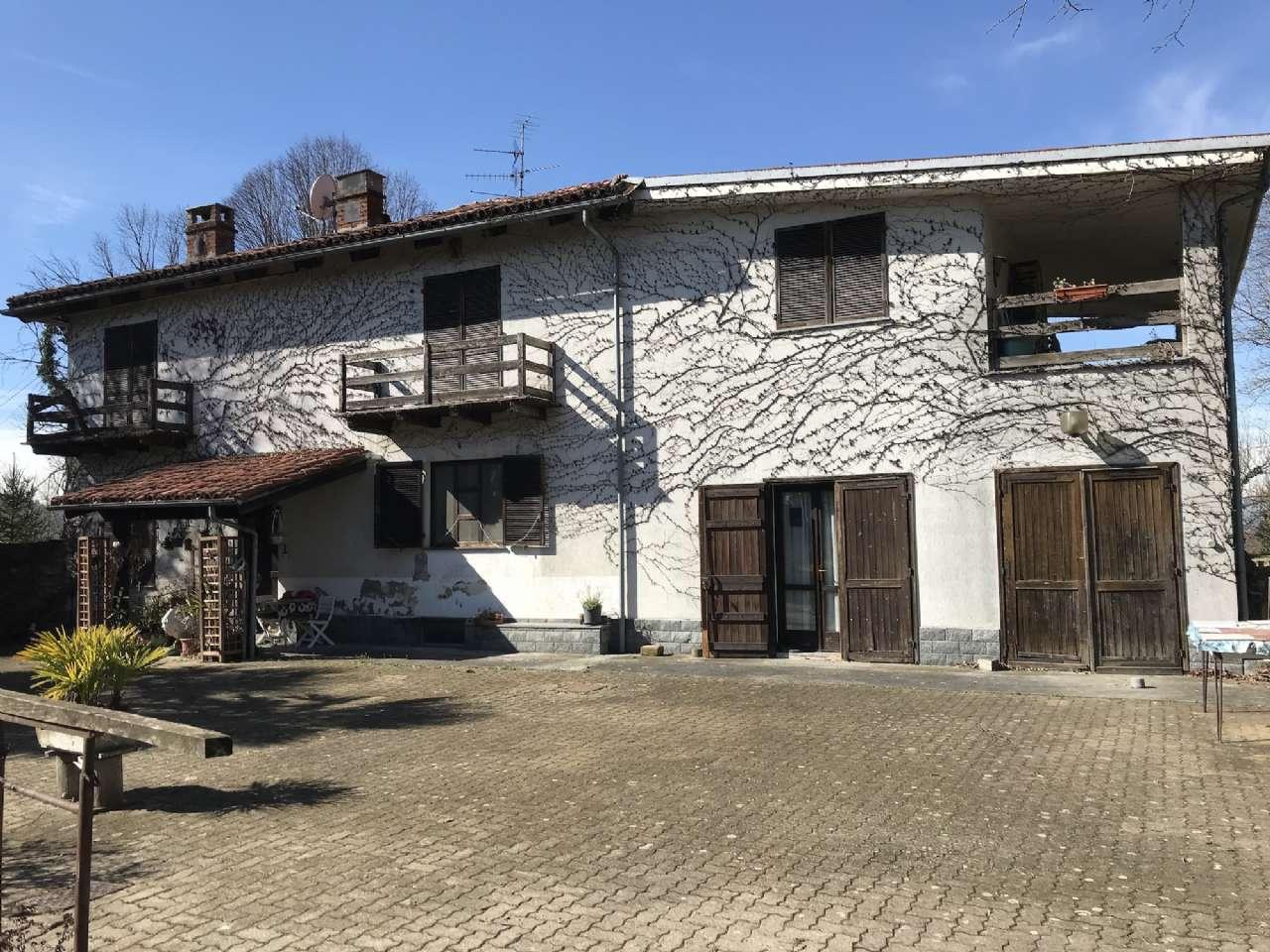 Soluzione Indipendente in vendita a Rivalba, 10 locali, Trattative riservate   CambioCasa.it