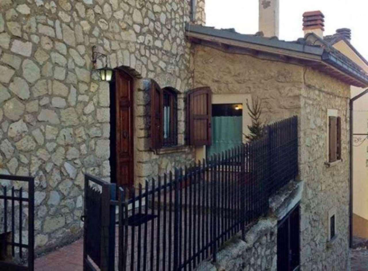 Rustico / Casale in vendita a Rocca di Mezzo, 6 locali, prezzo € 600.000 | CambioCasa.it
