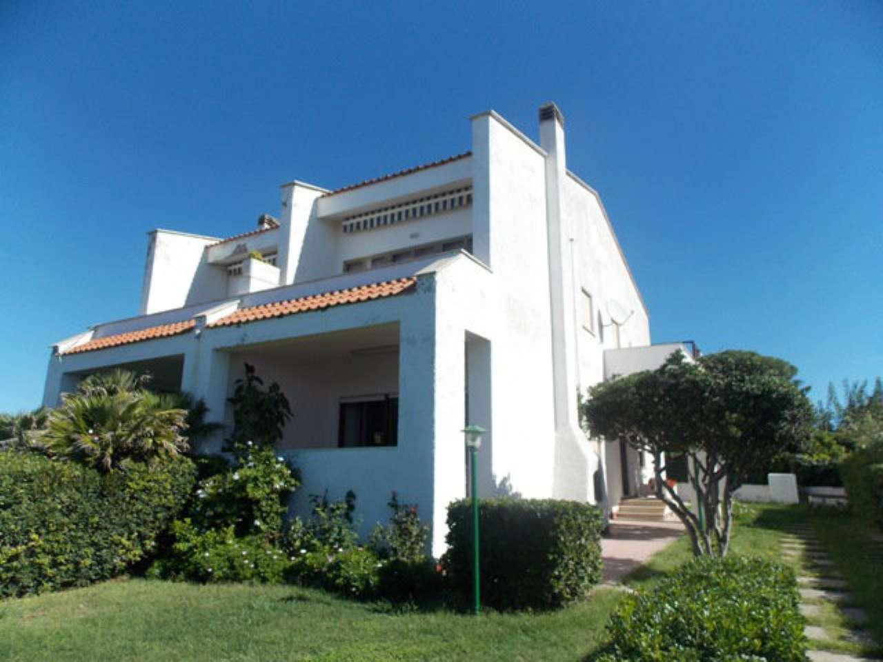 Villa in buone condizioni arredato in affitto Rif. 5185545