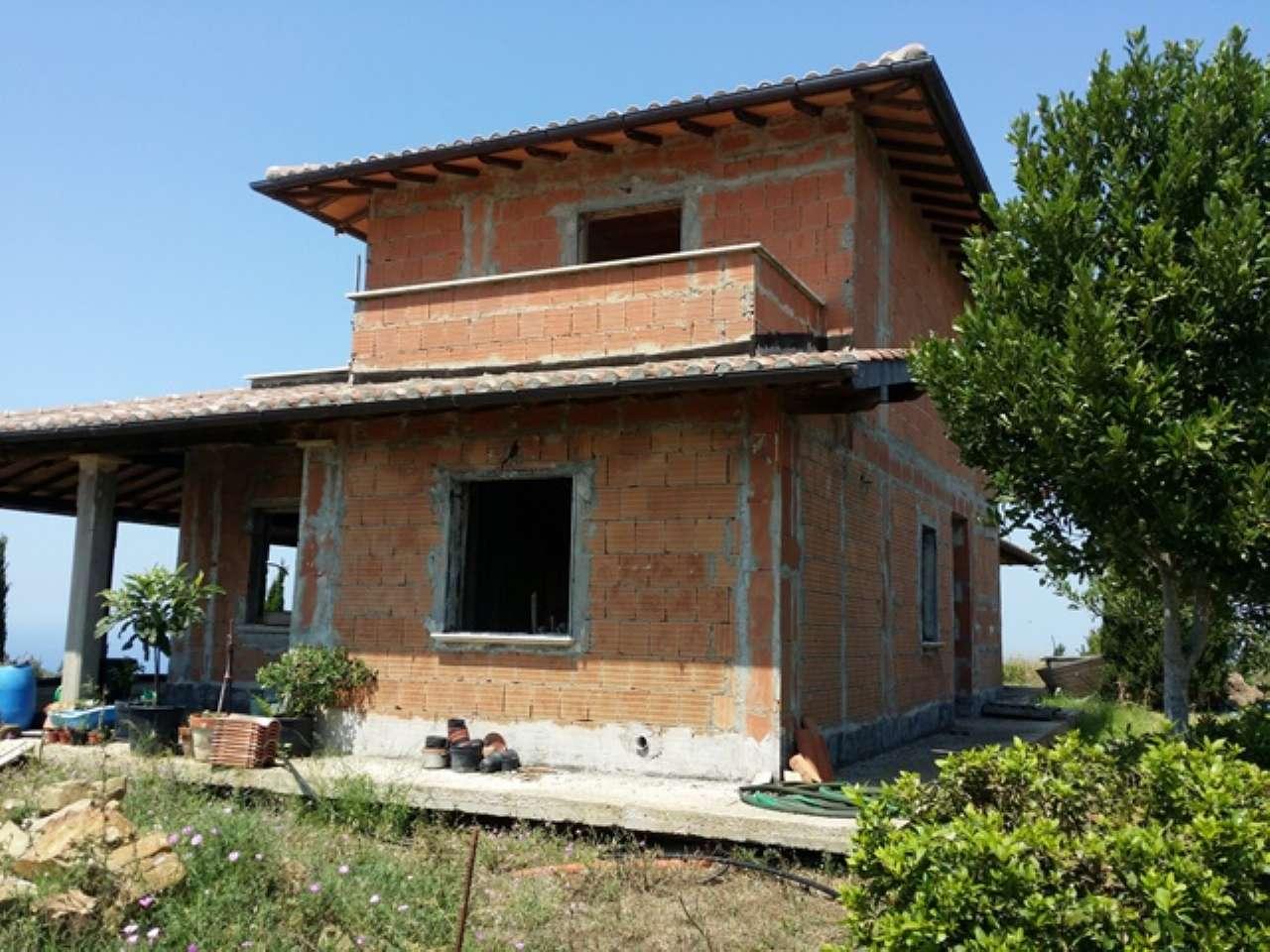 Annunci di case e appartamenti in vendita a santa for Case in vendita santa marinella