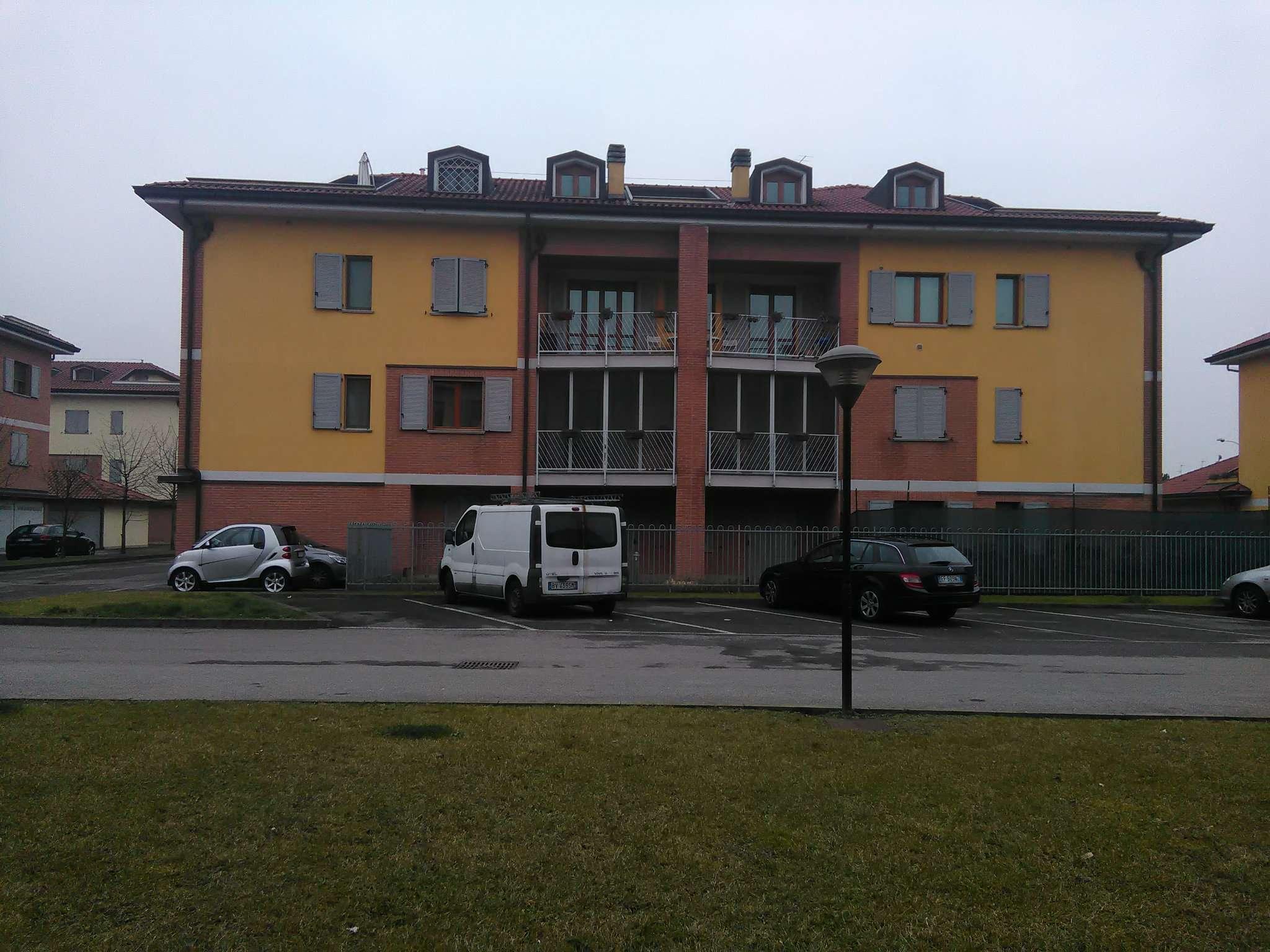 Appartamento parzialmente arredato in vendita Rif. 5185622