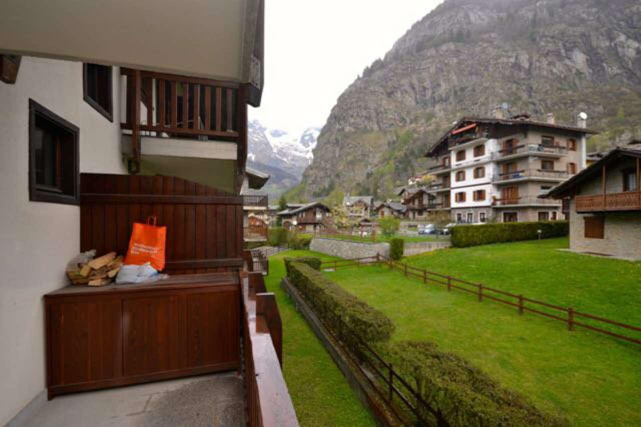 Appartamento in vendita a Courmayeur, 3 locali, prezzo € 650.000 | CambioCasa.it