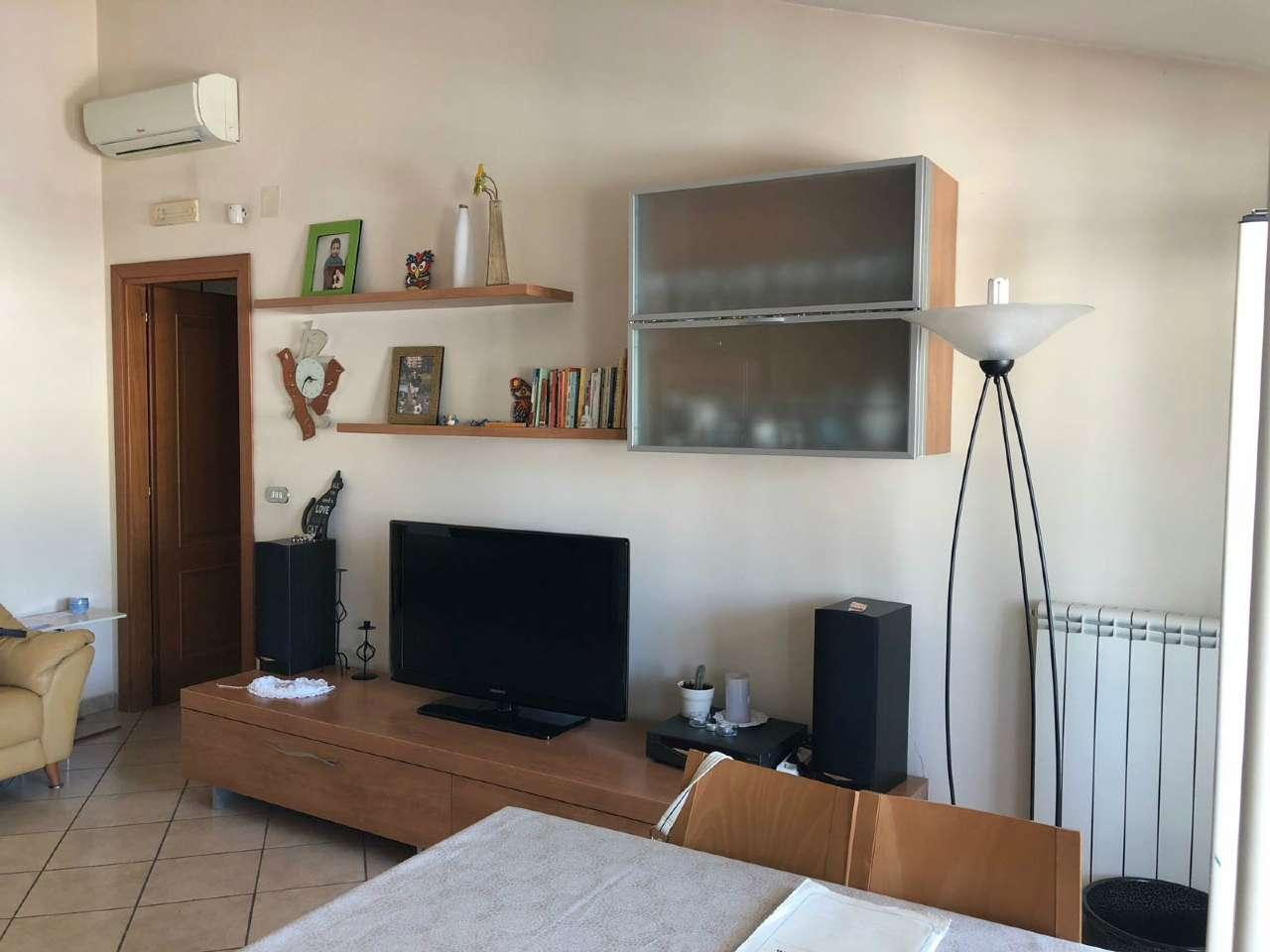 Appartamento in buone condizioni in vendita Rif. 7017964