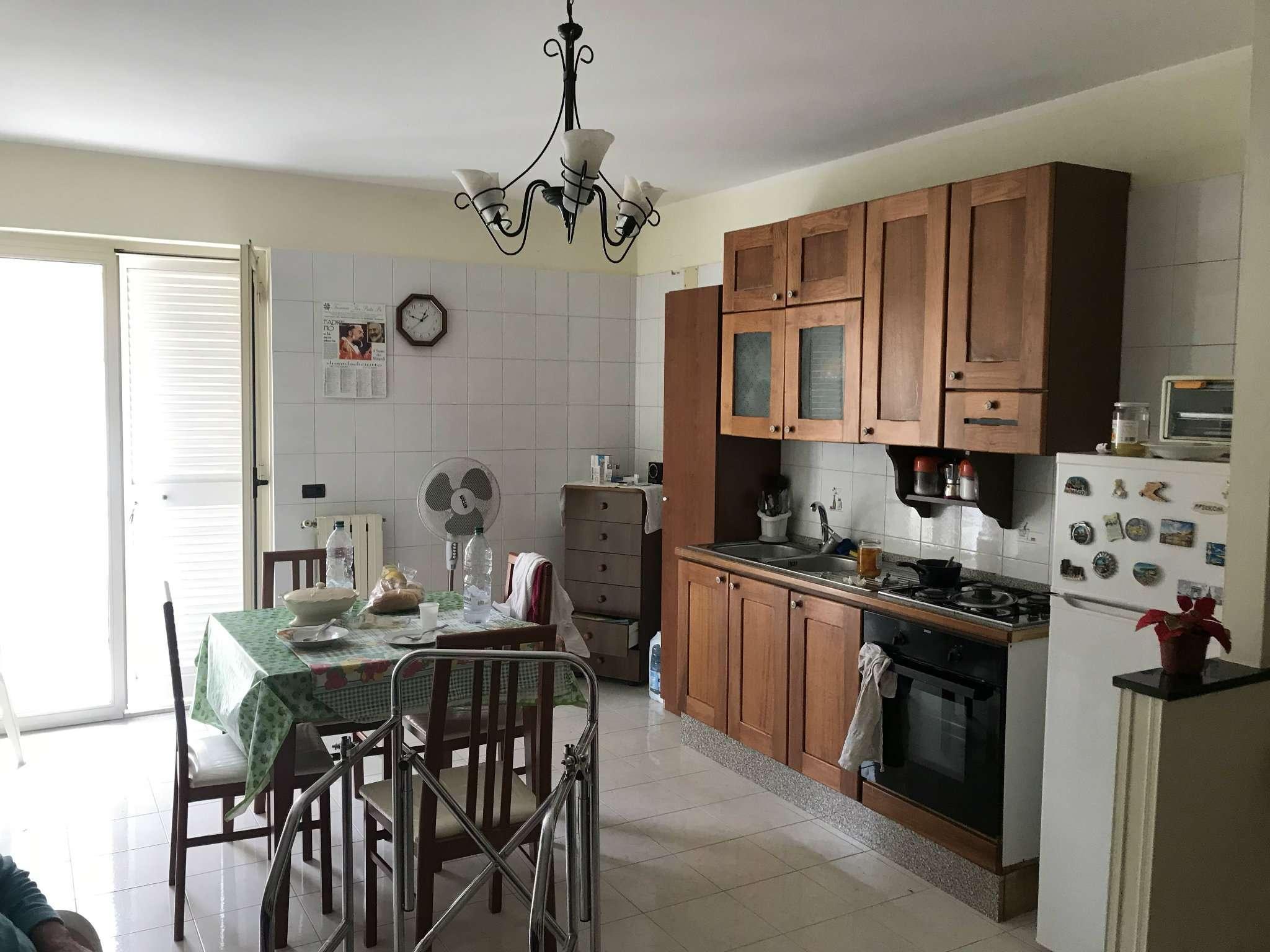 Appartamento in buone condizioni in vendita Rif. 8508311