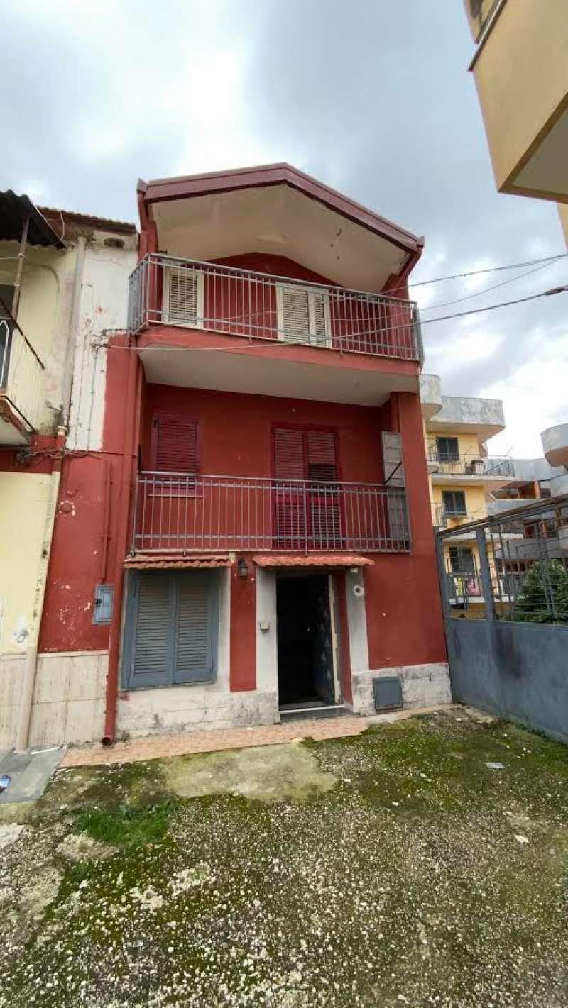 Appartamento in vendita a Castello di Cisterna, 10 locali, prezzo € 150.000 | PortaleAgenzieImmobiliari.it