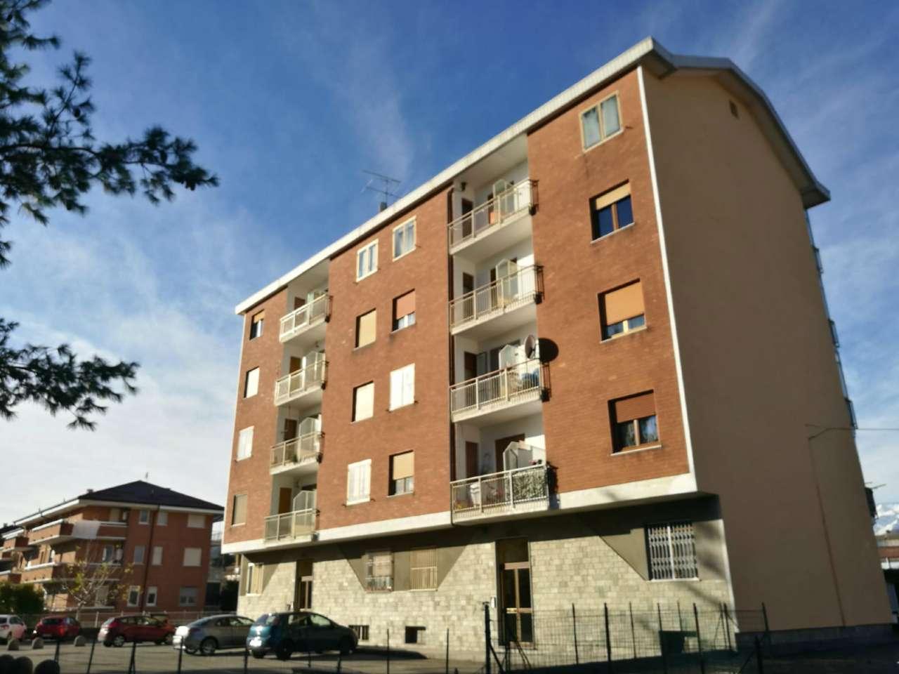 Appartamento in buone condizioni in vendita Rif. 8735799
