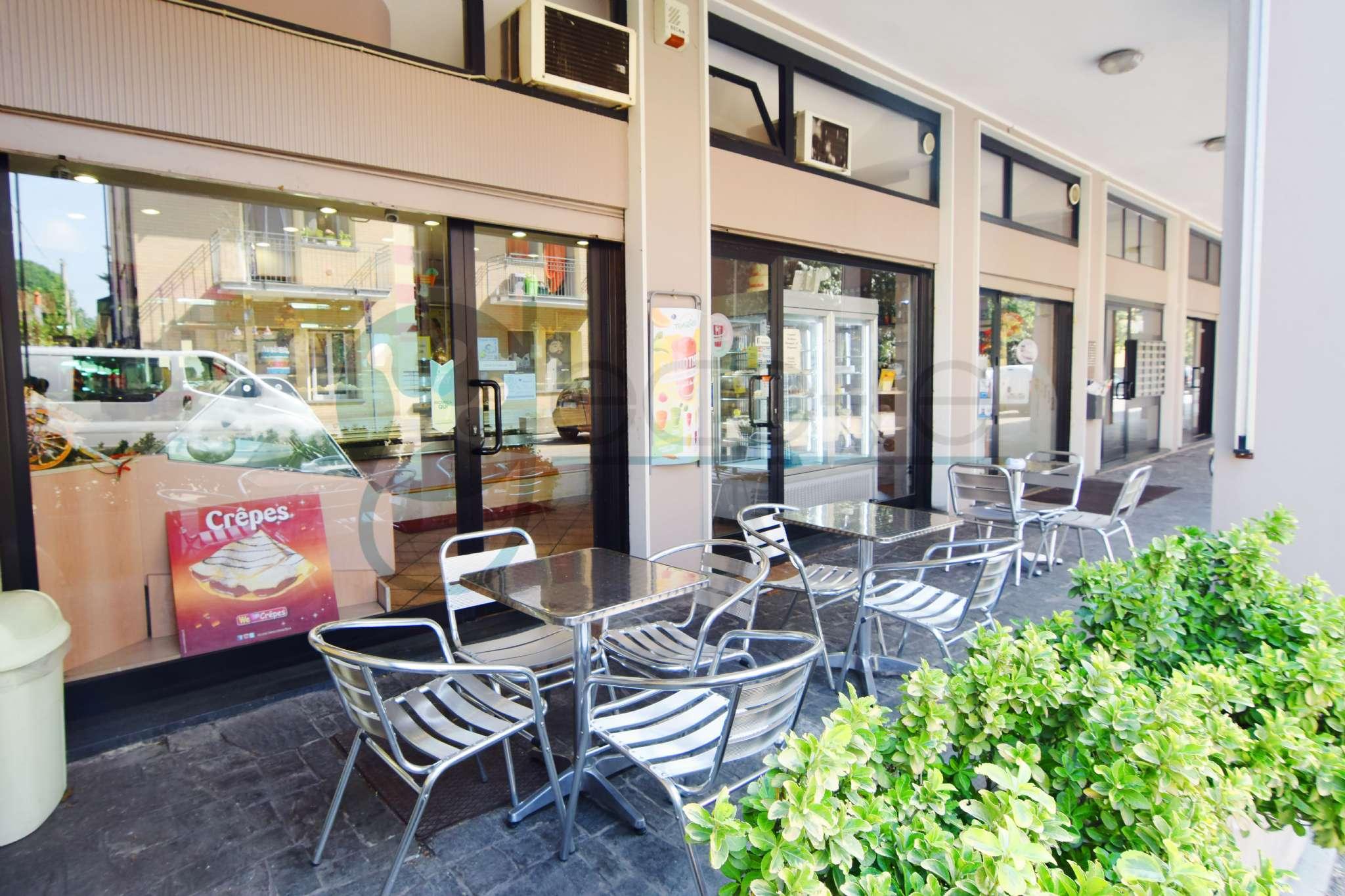 Bar in vendita a Caronno Pertusella, 5 locali, prezzo € 115.000 | PortaleAgenzieImmobiliari.it
