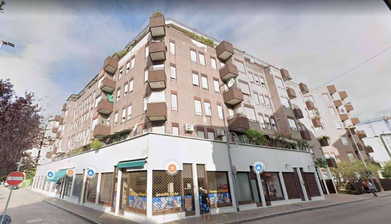 Appartamento in vendita a Baranzate, 2 locali, prezzo € 75.000 | CambioCasa.it
