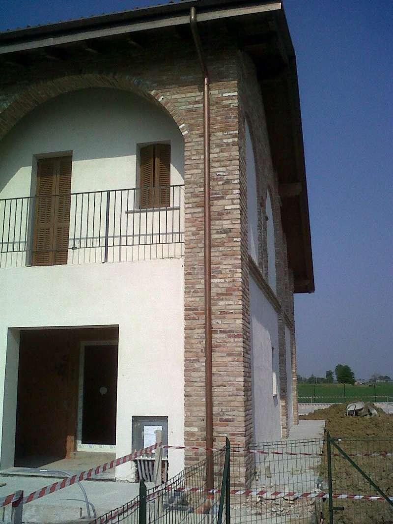 Villa in vendita a San Giorgio Piacentino, 4 locali, prezzo € 215.000 | CambioCasa.it