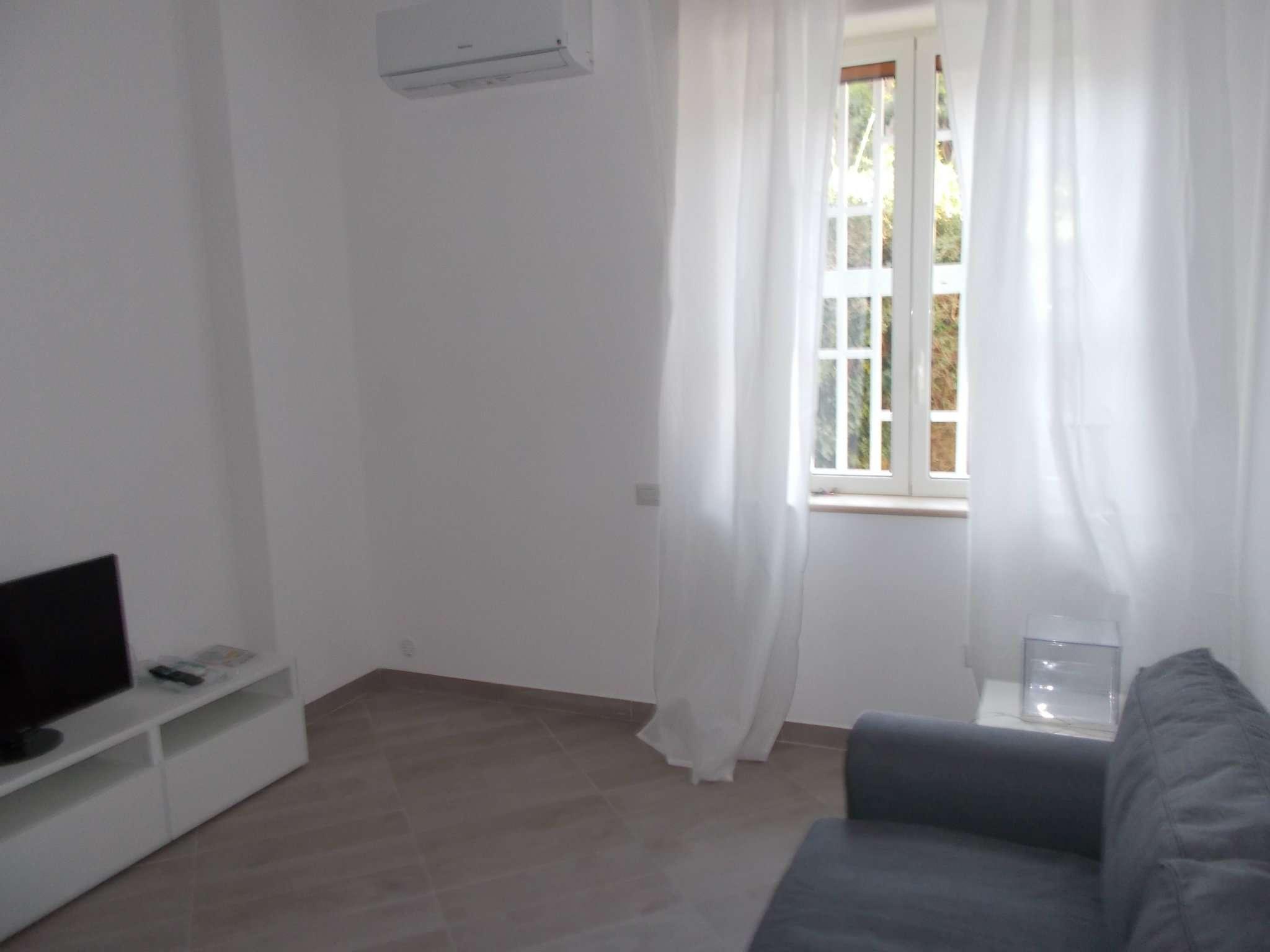 Appartamento in affitto a Napoli, 1 locali, zona Zona: 1 . Chiaia, Posillipo, San Ferdinando, prezzo € 600 | CambioCasa.it