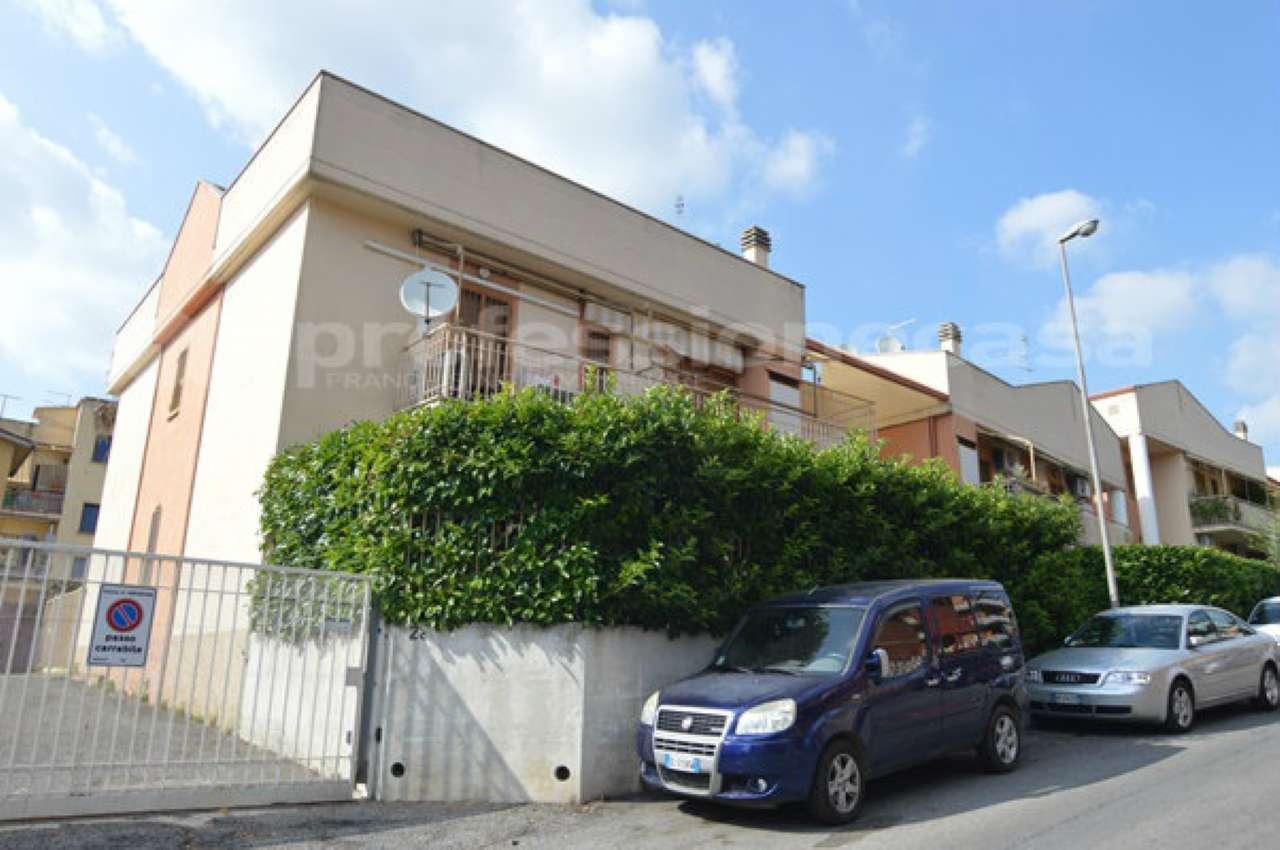 Appartamento in buone condizioni in vendita Rif. 7175647