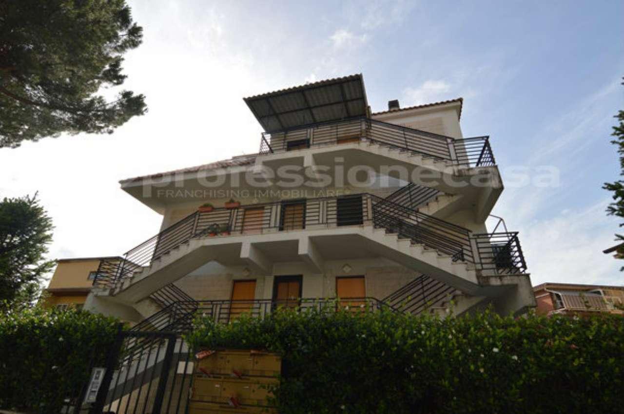 Appartamento in buone condizioni in vendita Rif. 7325742