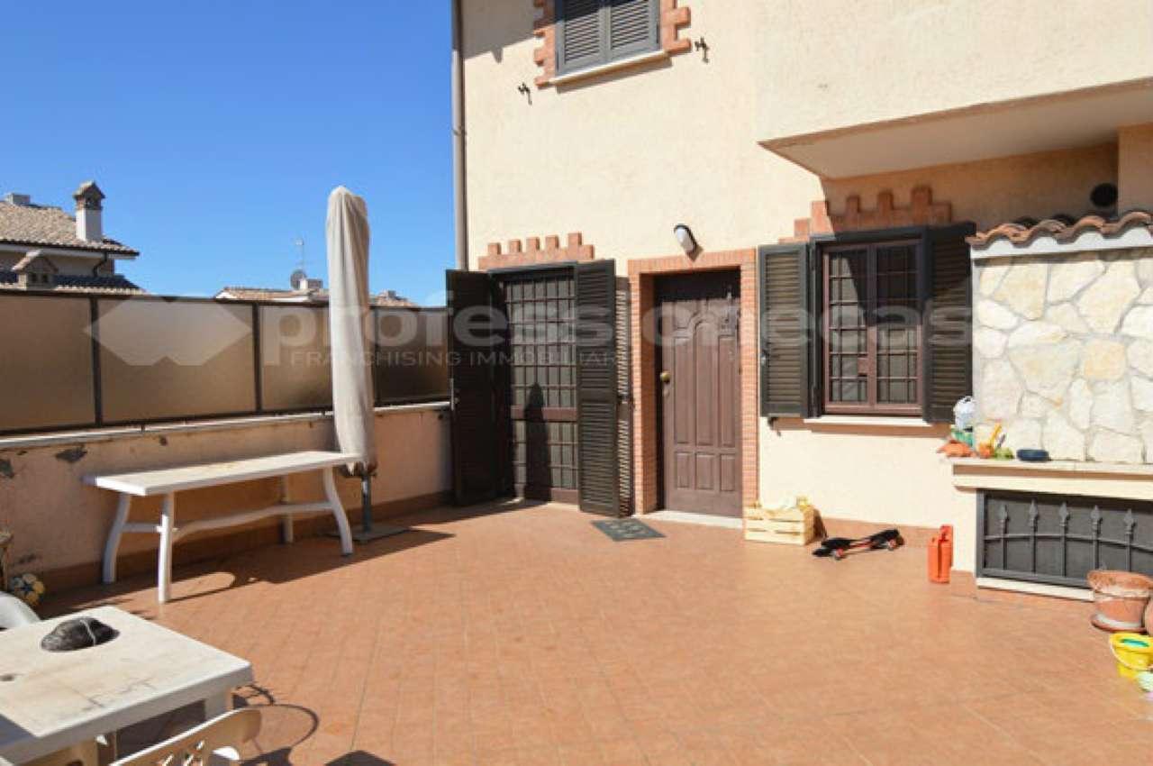 Appartamento in buone condizioni in vendita Rif. 7349503