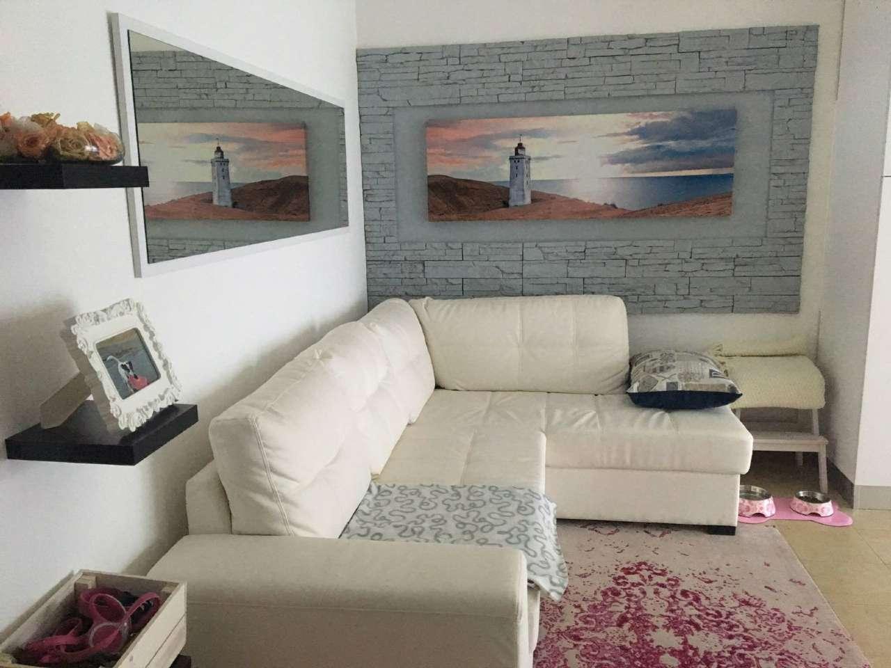 Appartamento in buone condizioni arredato in vendita Rif. 6952587