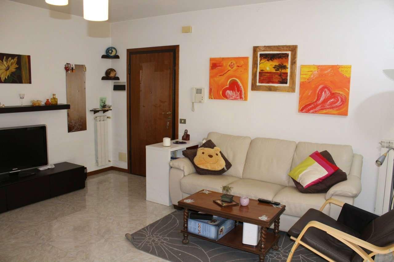 Appartamento parzialmente arredato in vendita Rif. 8175503