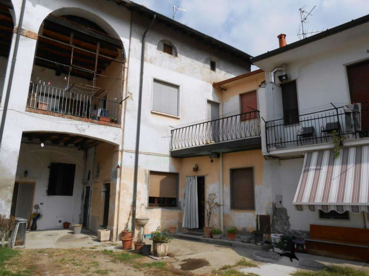 Appartamento in vendita a Pogliano Milanese, 3 locali, prezzo € 67.000 | CambioCasa.it