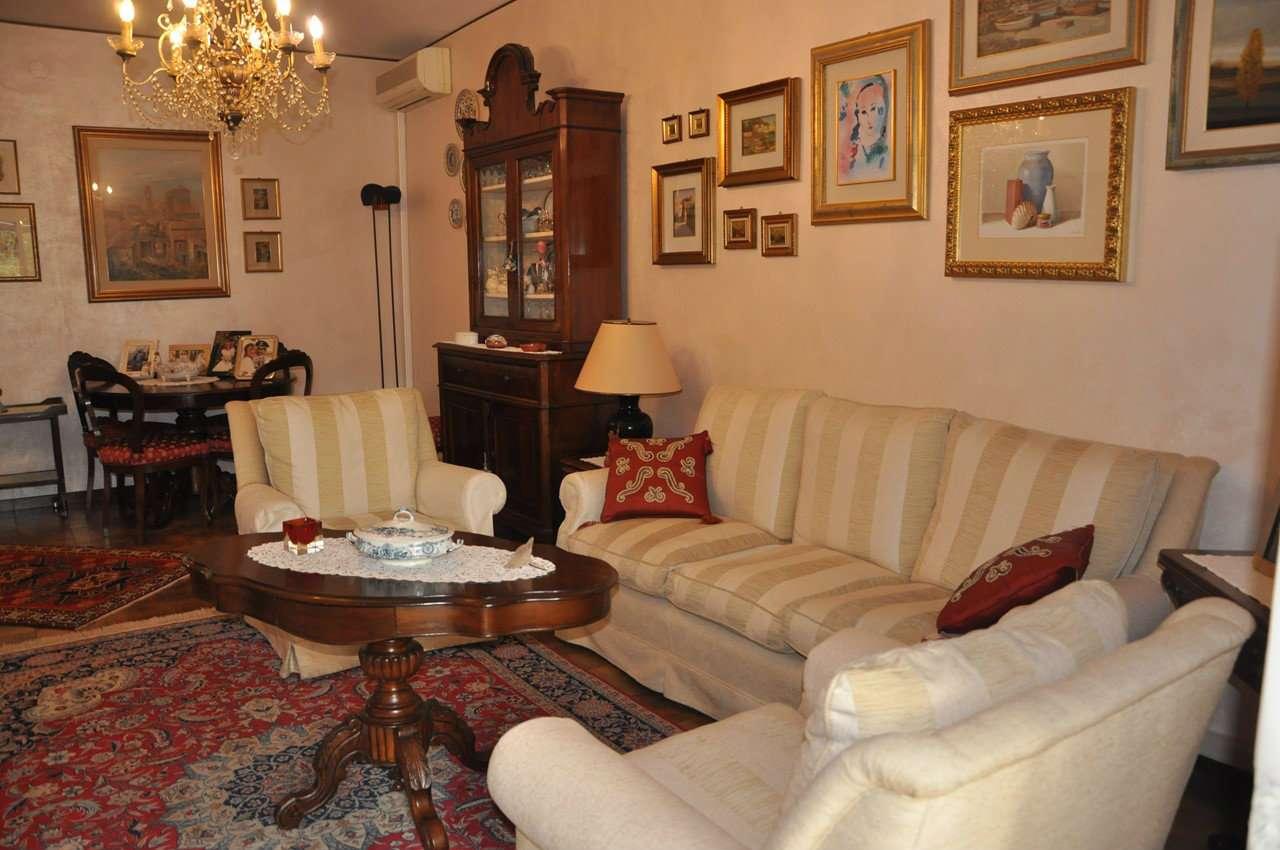 Appartamento in buone condizioni parzialmente arredato in vendita Rif. 8245772